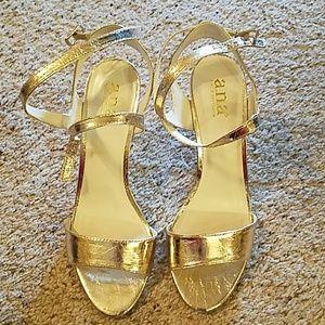 Gold heel's